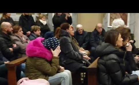 VIDEO Funerale di Renzo Finardi: i Ridillo cantano in chiesa Rinascerò