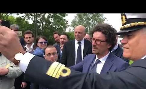 VIDEO Il sopralluogo del ministro Toninelli al ponte sul Po