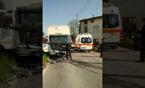 VIDEO Tremendo schianto frontale tra auto e camion a Trescore