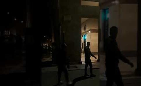 VIDEO Rissa in piena notte in piazza Roma a Cremona