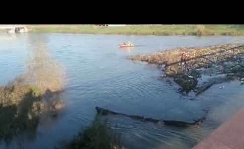 VIDEO Ammasso di detriti sotto il ponte vecchio