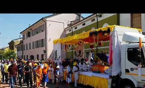 VIDEO La sfilata dei Sikh a Martignana per il Nagar Kirtan