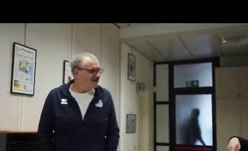 VIDEO La visita di coach Meo Sacchetti alla redazione de La Provincia di Cremona