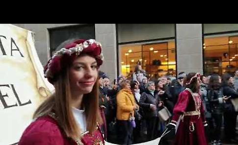 VIDEO Festa del Torrone 2019, il corteo storico per le strade di Cremona