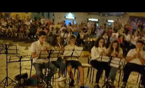 VIDEO Il concerto in piazza Garibaldi dei ragazzi della scuola media Diotti
