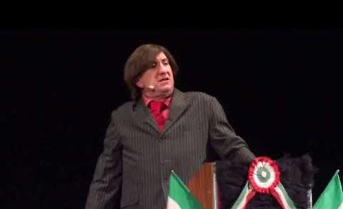 VIDEO Lo show di Antonio Albanese al teatro Zenith
