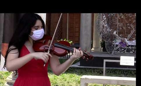 VIDEO Festa della repubblica e riapertura del Museo del Violino, Sara Zeneli suona l'inno Italiano