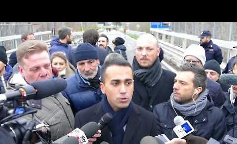 VIDEO Luigi Di Maio sul ponte di Casalmaggiore