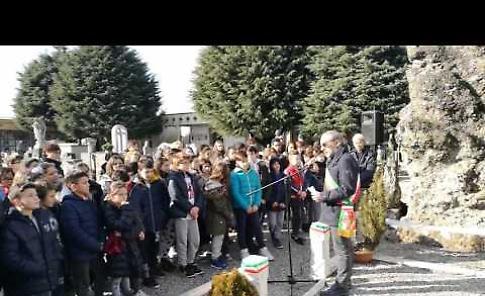 Monumento ai Caduti: il restauro delle lapidi spiegato agli alunni