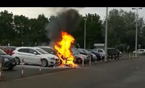 VIDEO Incendio auto al parcheggio dell'ospedale Oglio Po