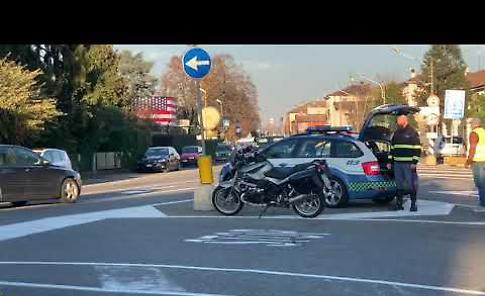 VIDEO Ciclista cremonese travolto in allenamento a Castelvetro, i soccorsi al 21enne