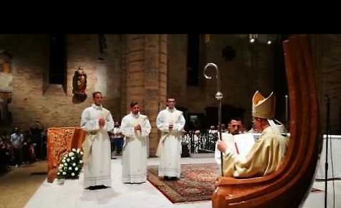 VIDEO  Ordinazione di 3 preti: non succedeva da trent'anni