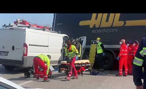 VIDEO I soccorsi in azione dopo lo scontro a Caorso