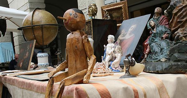 Castelleone antiquaria mercatino di antiquariato domenica for Mercatino antiquariato