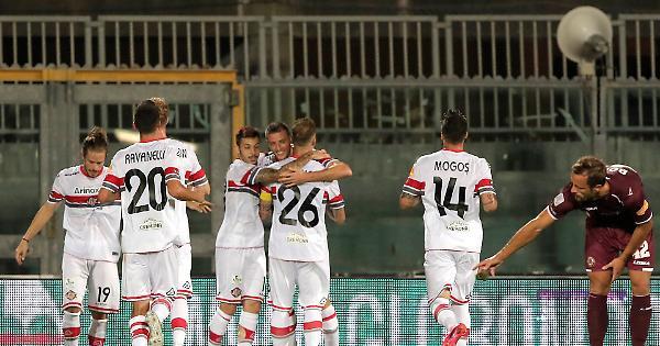 Cremonese, ci pensa Valzania: 2-1 a Livorno, punti pesanti