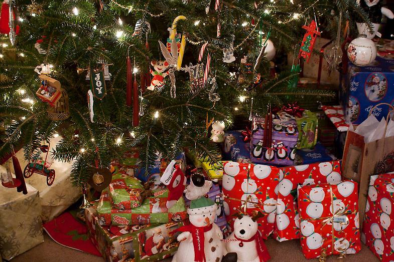 Regali Di Natale Famiglia.Raid Dei Ladri Rubati Anche I Regali Di Natale La Provincia