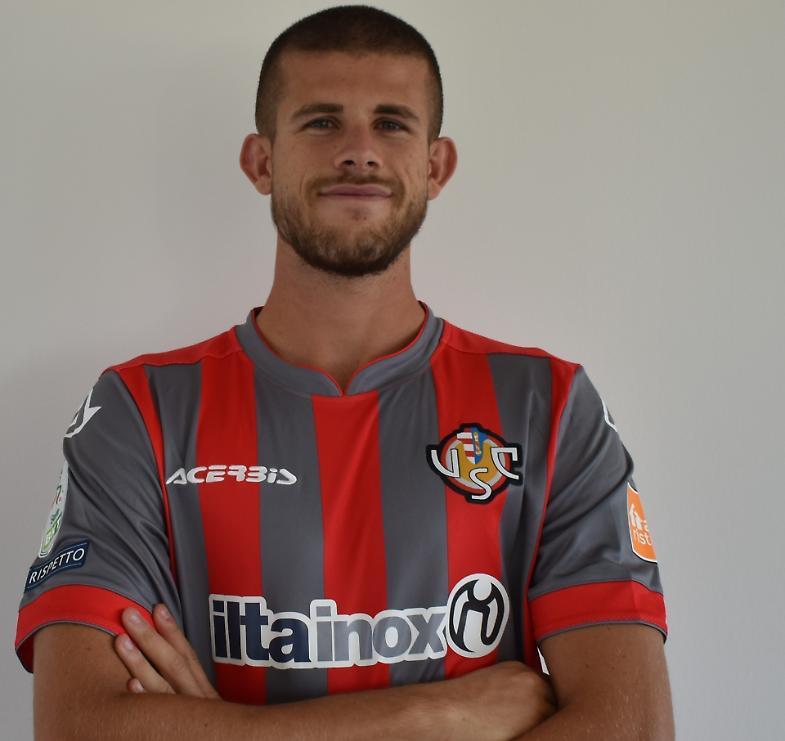 Cremonese, il centrocampista Luca Valzania in grigiorosso