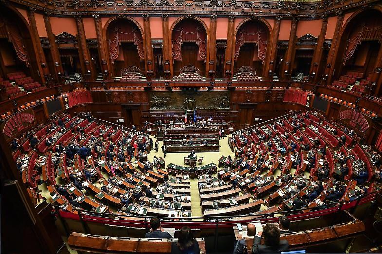 Il taglio dei parlamentari legge via libera della for Numero membri camera dei deputati