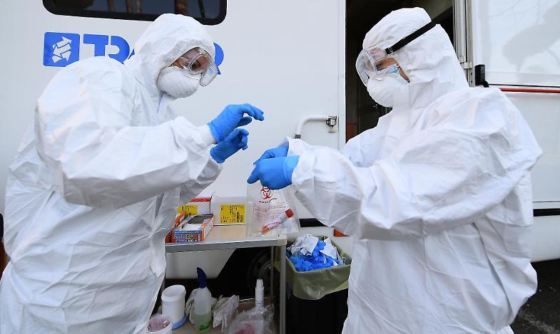 Rallenta il contagio, 37.255 casi, 544 le vittime. Aumentano i ricoveri +484