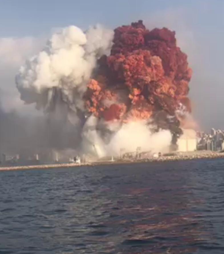 Beirut, spunta l'ipotesi dell'attacco. Il presidente Aoun: possibile bomba