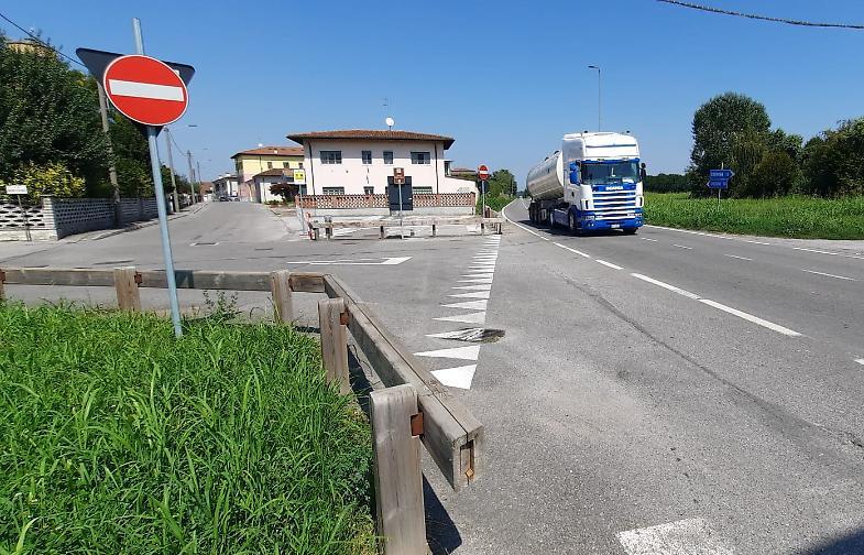 Salvini a Torre del Greco, fischi e lancio di pomodori