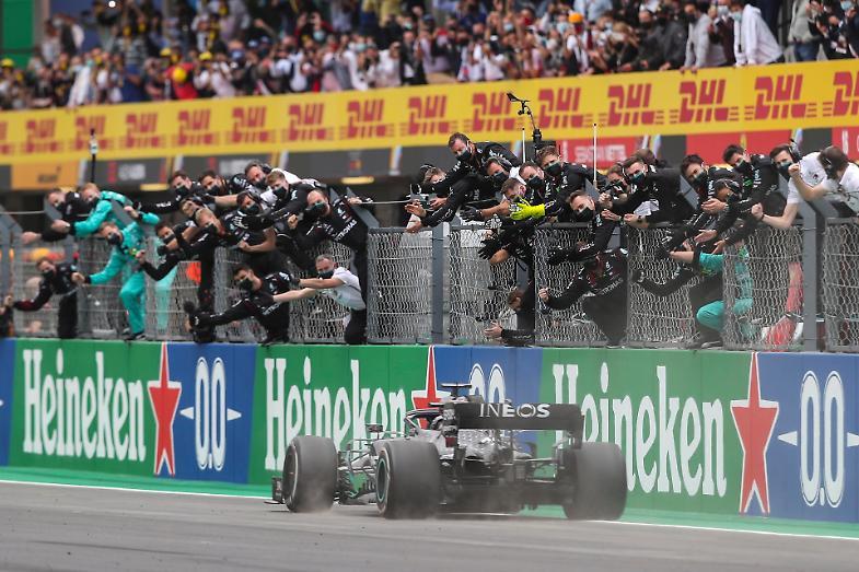 F1 Portogallo trionfa Hamilton e entra nella storia, quarto Leclerc