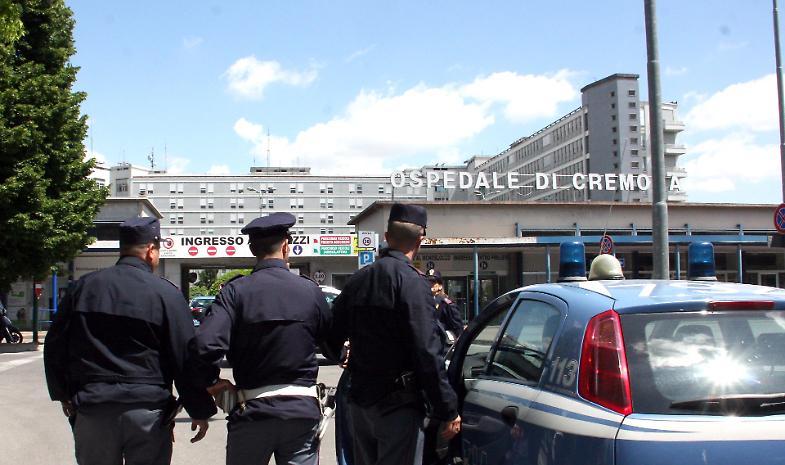 Nuovo blitz all'ospedale Maggiore: stranieri identificati, merce sequestrata