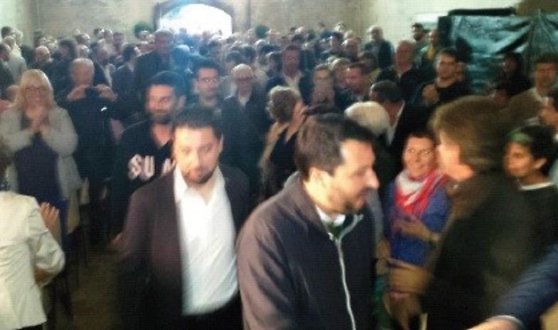 Bagno di folla per Salvini: 'Accogliere, ma non troppo'