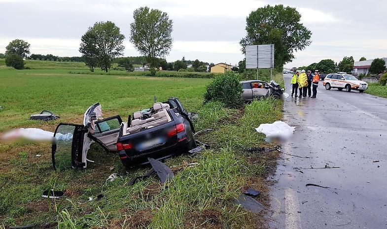 Schianto frontale tra due auto: 3 morti