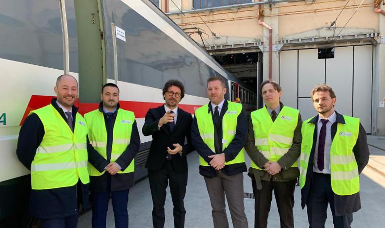 Le promesse di Toninelli: «In campo per i pendolari lombardi»