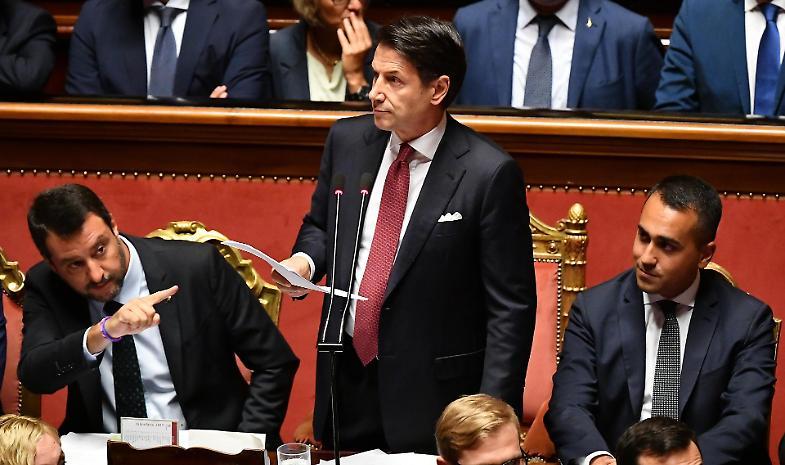 Crisi di governo, il premier Conte si dimette