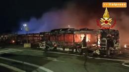 Incendio in un deposito Atac, distrutti 30 bus